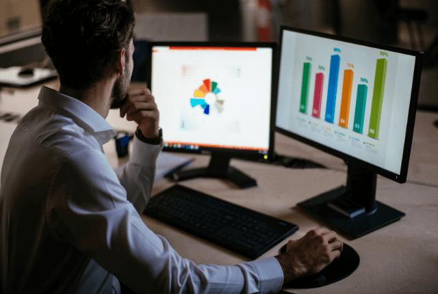 בונה אסטרטגיית קריאייטיב דיגיטל